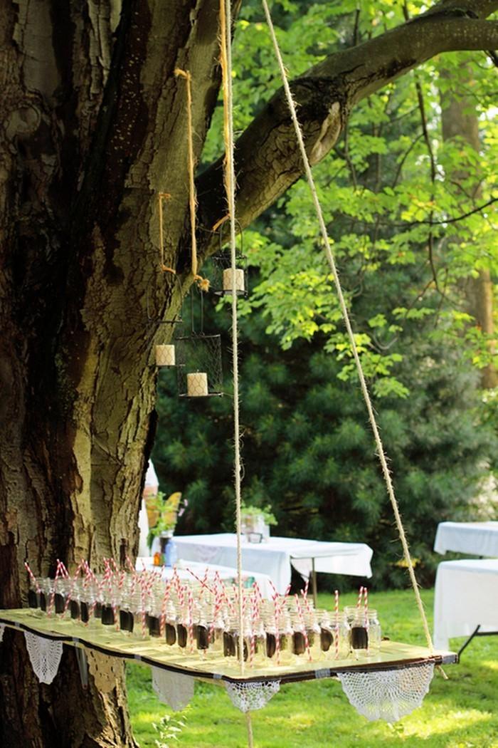 Heiraten-im-Garten-Eine-auffällige-Dekoration