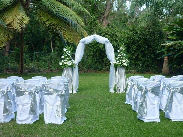 Heiraten-im-Garten-Eine-moderne-Atmosphäre