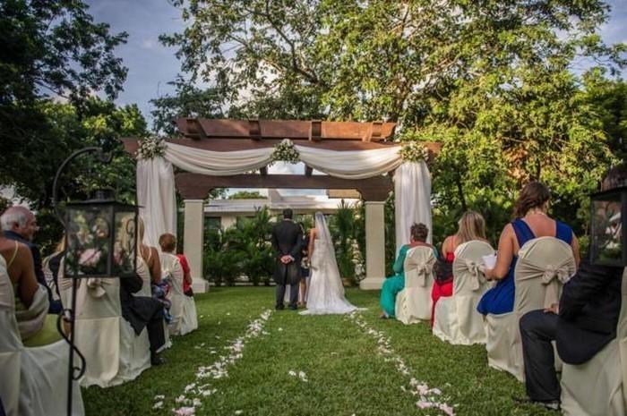 Heiraten-im-Garten-Eine-moderne-Gestaltung