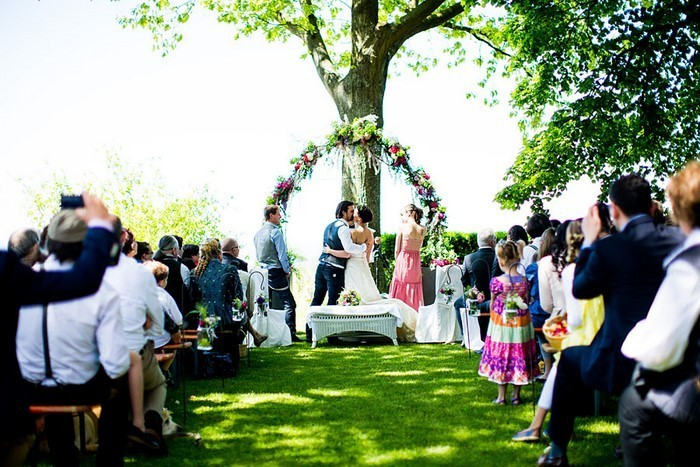 Heiraten-im-Garten-Hochzeit-im-Freien