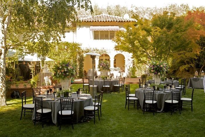 Heiraten-im-Garten-außergewöhnliche-Gestaltung