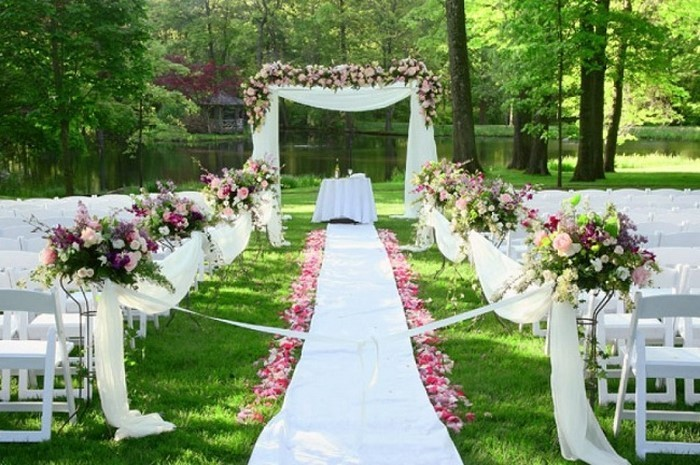 Heiraten-im-Garten-auffällige-Gestaltung