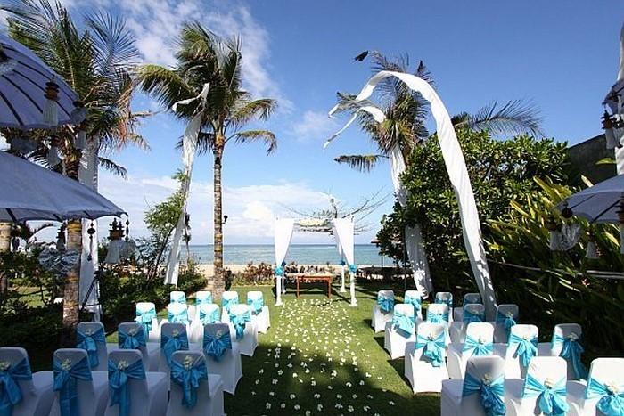 Heiraten-im-Garten-cooles-Exterieur