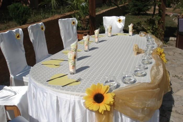 Hochzeitsdeko-mit-Sonnenblumen-delikater-Schmuck-andere-Ecke
