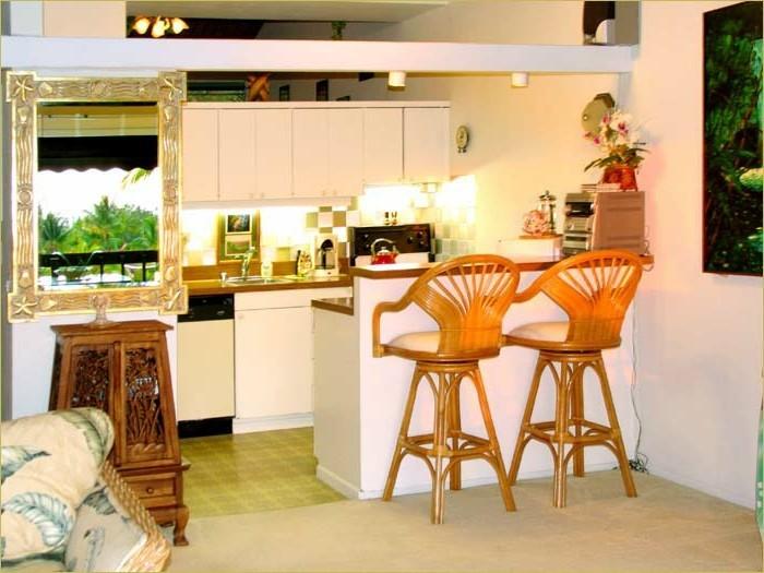 Küchen Mit Tresen Und Spiegel