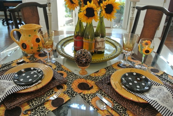 Künstliche-Sonnenblumen-zu-einer-Tischdeko