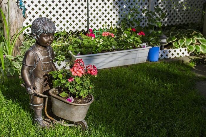 Lustige-Gartenfiguren-Eine-kreative-Entscheidung