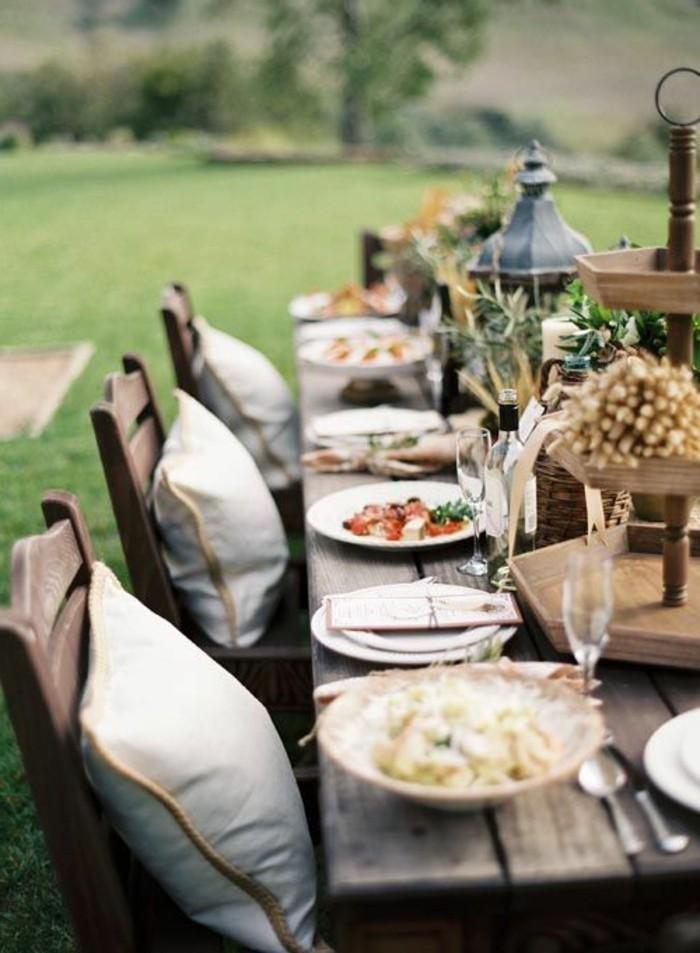 Mediterrane-Tischdeko-mit-Oliven-Ästen