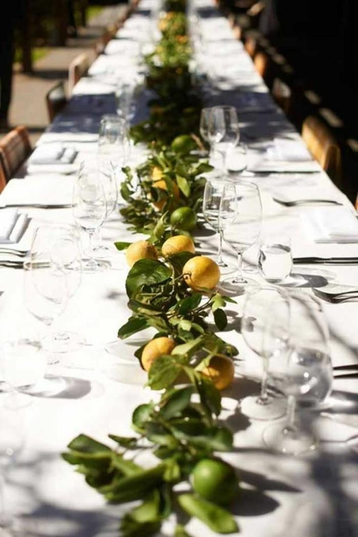 Mediterrane-Tischdeko-mit-vielen-Zitronen