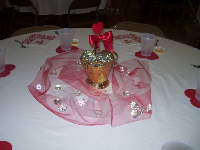Ber 40 ideen und tipps wie sie romantische tischdeko Glas mit kugeln dekorieren