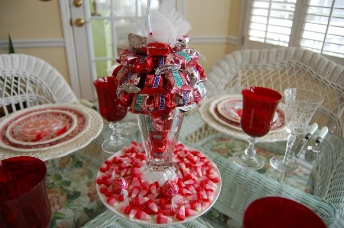 Romantische-Deko-mit-vielen-Süßigkeiten