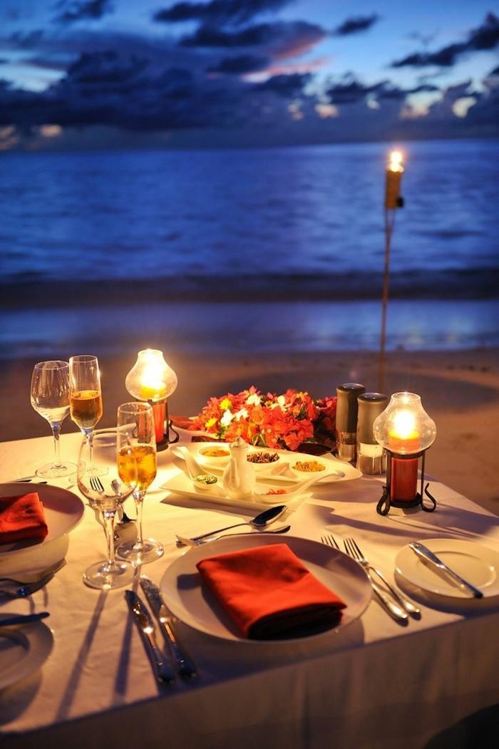 Romantische-Tischdeko-an-der-Meerküste