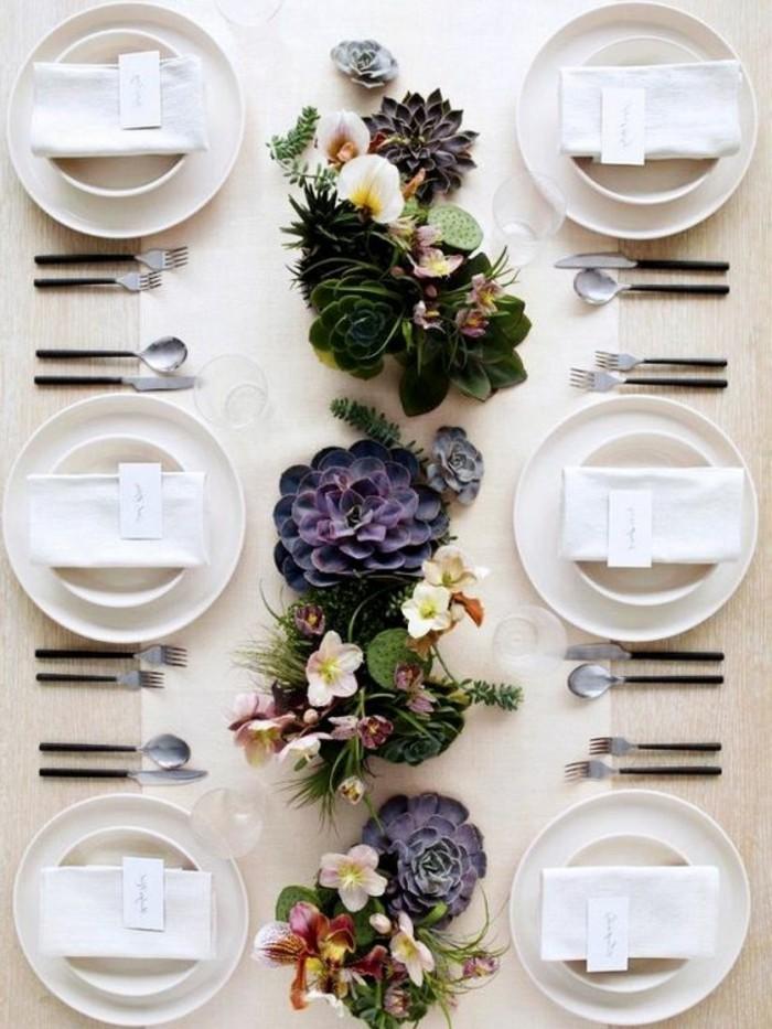 Schöne-Tischdeko-mit-lila-Blumen