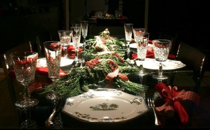 Schöne-Tischdeko-mit-vielen-Zweigen