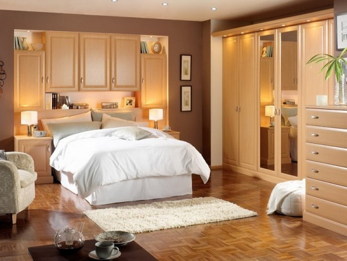 Schlafzimmer-Farben-Eine-auffällige-Deko
