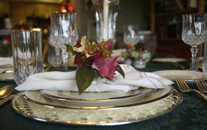 Silberhochzeit-Tischdekoration-eine-Pflanze-als-Akzent