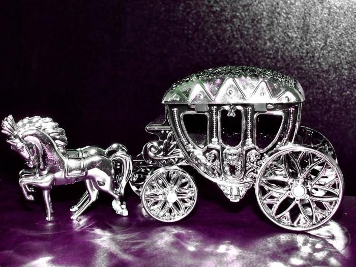 Silberhochzeit-Tischdekoration-eine-silberne-Kutsche
