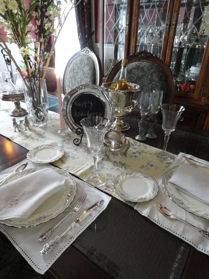 Silberhochzeit-Tischdekoration-mit-herzlichem-Glückwunsch