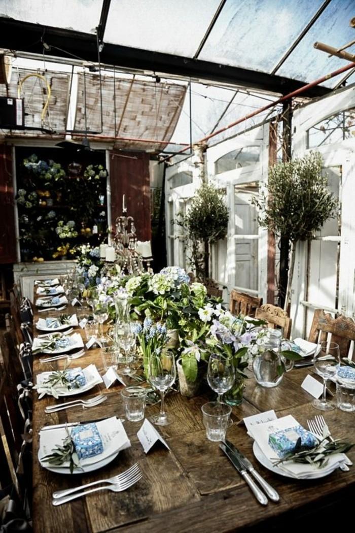 Sommerliche-Tischdeko-für-eine-Hochzeit