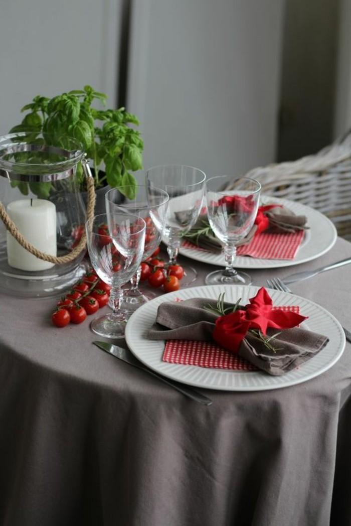 Sommerliche-Tischdeko-rot-und-grün