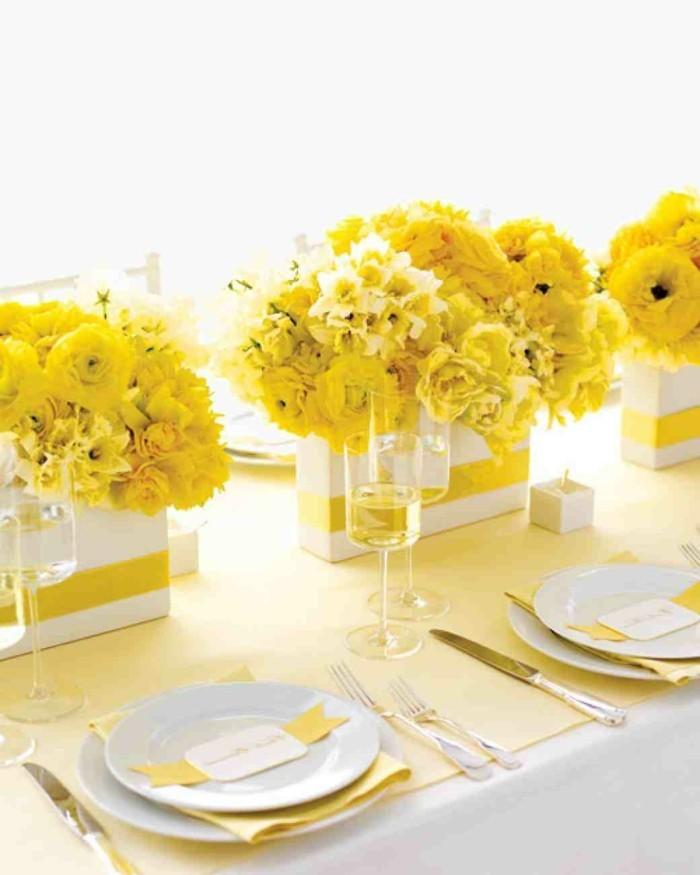 Sonnenblumen-Deko-in-gelber-Farbe