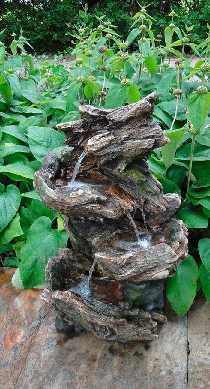 Springbrunnen-im-Garten-Ein-auffälliges-Design