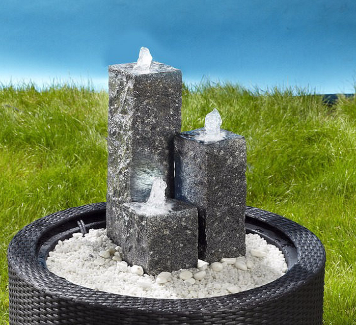 Springbrunnen-im-Garten-Ein-cooles- Exterieur