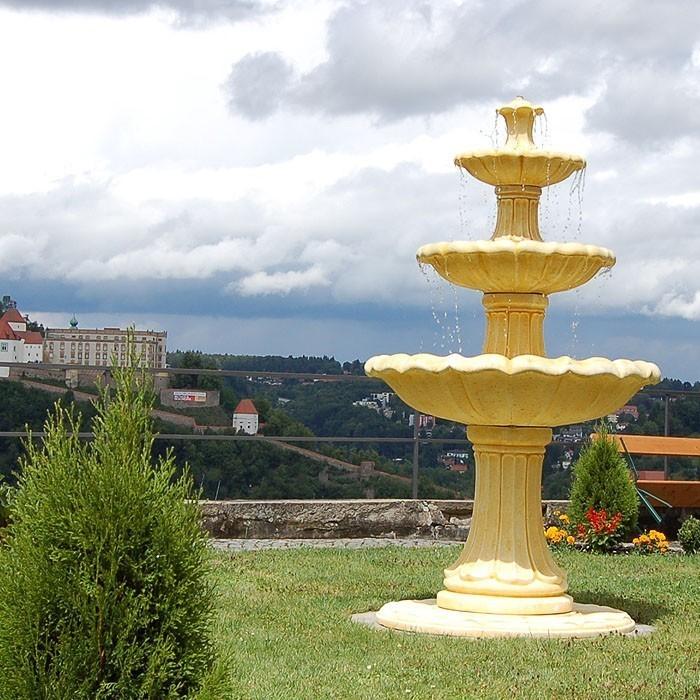 Springbrunnen-im-Garten-Ein-tolles-Design
