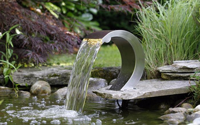 Springbrunnen-im-Garten-Ein-tolles- Exterieur (Copy)