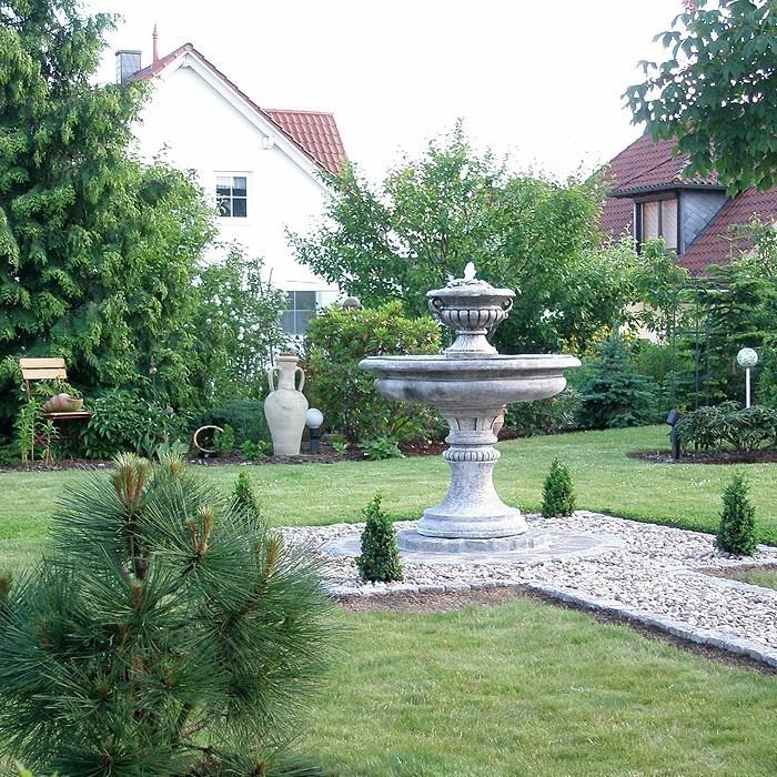 Springbrunnen-im-Garten-Ein-verblüffendes-Design