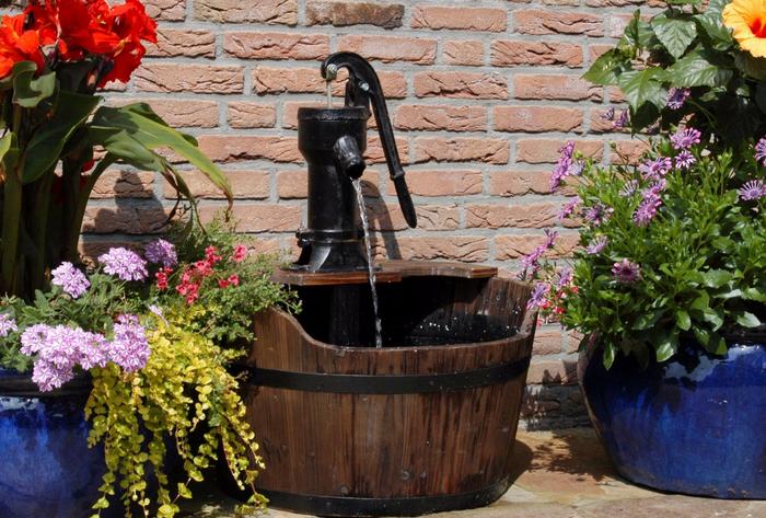 Springbrunnen-im-Garten-Ein-wunderschönes- Exterieur