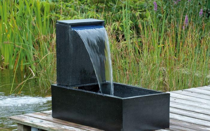 Springbrunnen-im-Garten-Eine-außergewöhnliche-Ausstattung