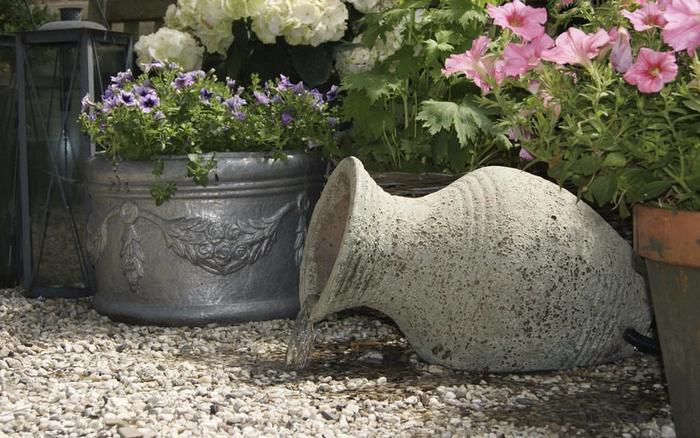 Springbrunnen-im-Garten-Eine-auffällige-einrichtung (Copy)