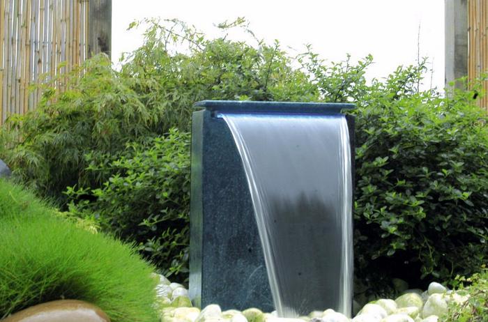 Springbrunnen-im-Garten-Eine coole Ausstattung