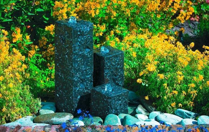 Springbrunnen-im-Garten-Eine-moderne-Gestaltung