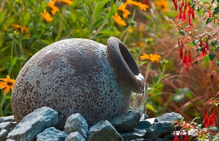 Springbrunnen-im-Garten-Eine-tolle-Gestaltung