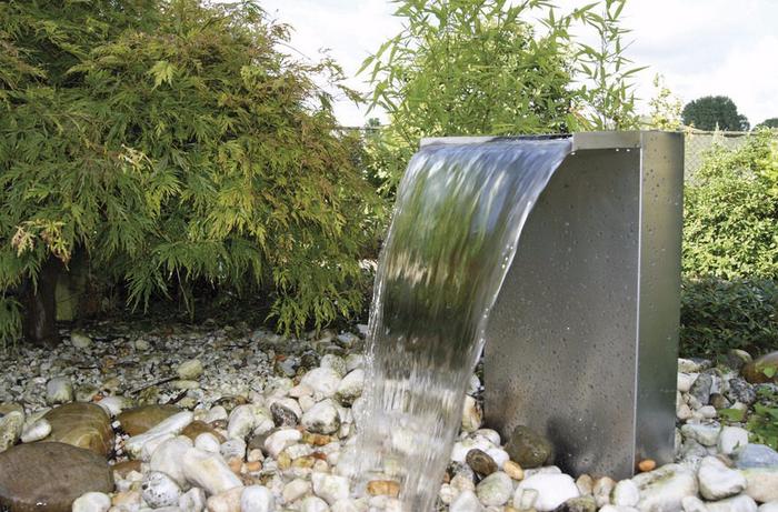 Springbrunnen-im-Garten-Eine-wunderschöne-Ausstattung