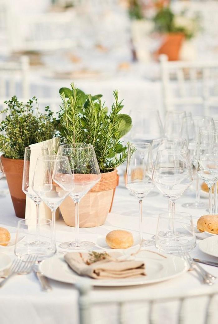 Tischdeko-Beispiele-Blumentöpfe-aus-Keramik