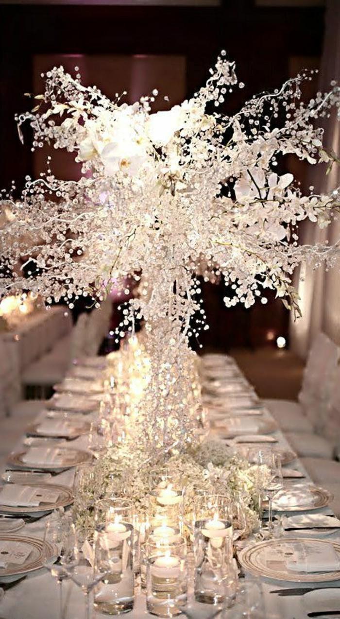 Tischdeko-Beispiele-eine-Skulptur-aus-Glas