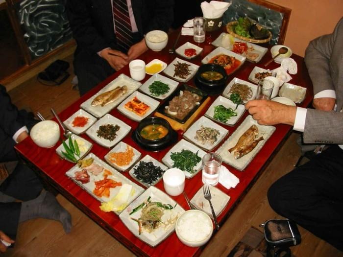 Tischdeko-Beispiele-ganz-exotische-Speisen