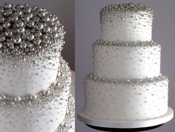 Tischdeko-Silberhochzeit-die-Torte-ist-im-Mittelpunkt