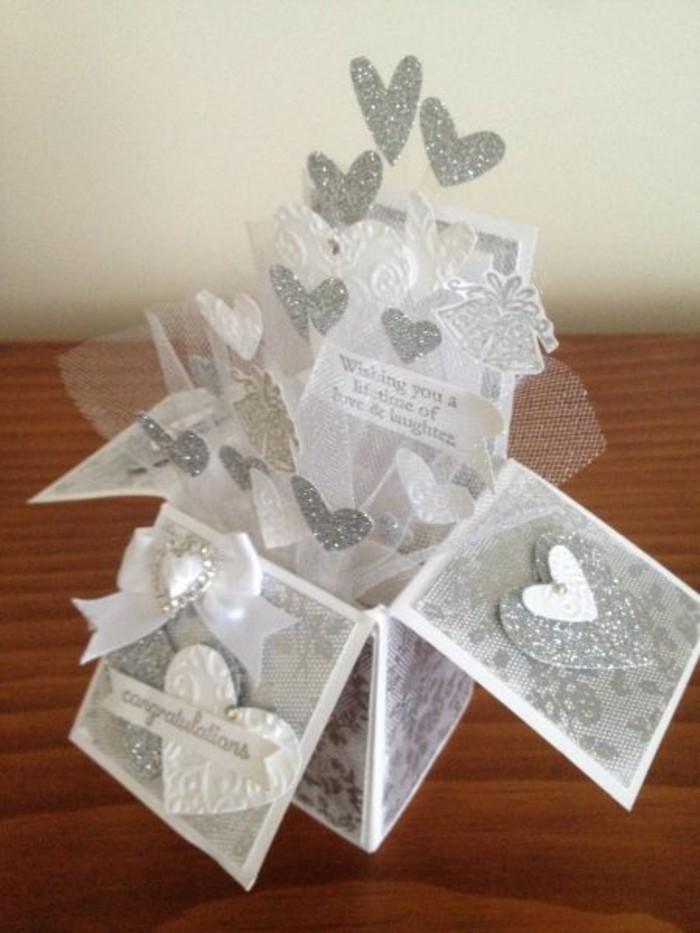 Tischdeko-Silberhochzeit-eine-Schachtel-mit-Herzen