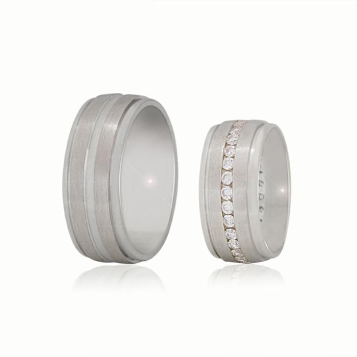 Tischdeko-Silberhochzeit-ekstravagante-Ringe-für-die-Gastgeber