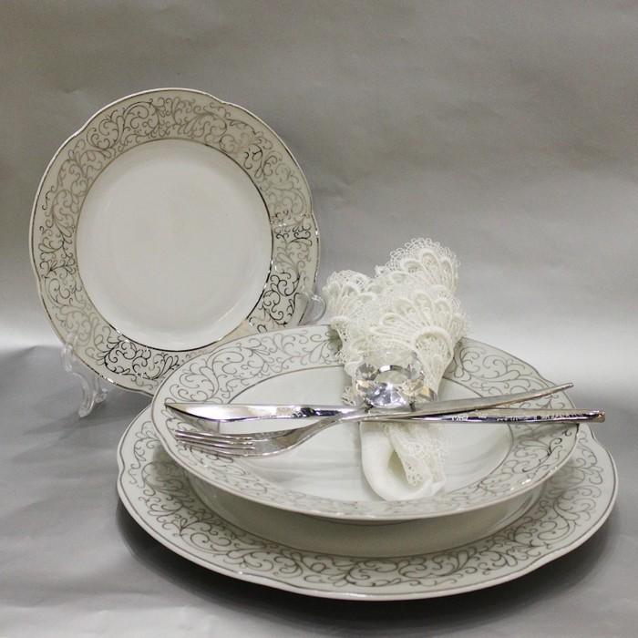 Tischdeko-Silberhochzeit-mit-silberen-Motiven