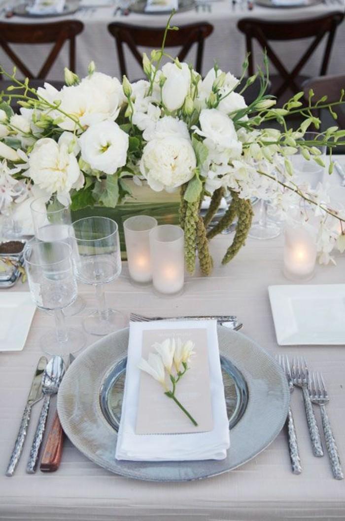 Tischdeko-Silberhochzeit-mit-weißen-Blumen