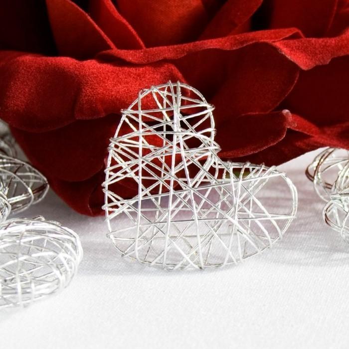 Tischdeko-Silberhochzeit-von-meine-Hochzeitdeko-Drahtherzen