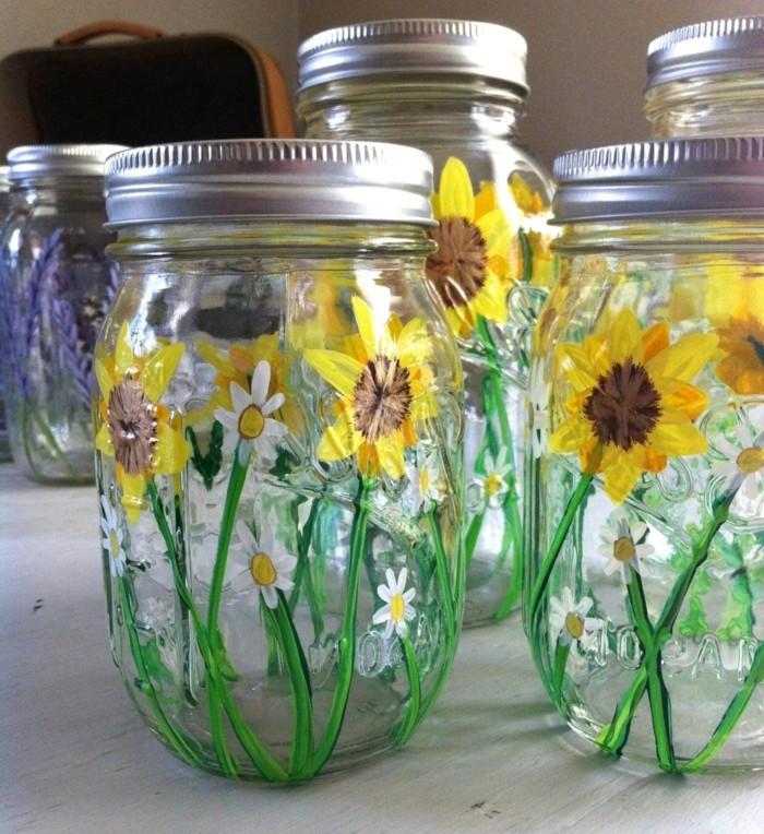 Tischdeko-Sonnenblumen-auf-Gläser-bemalt