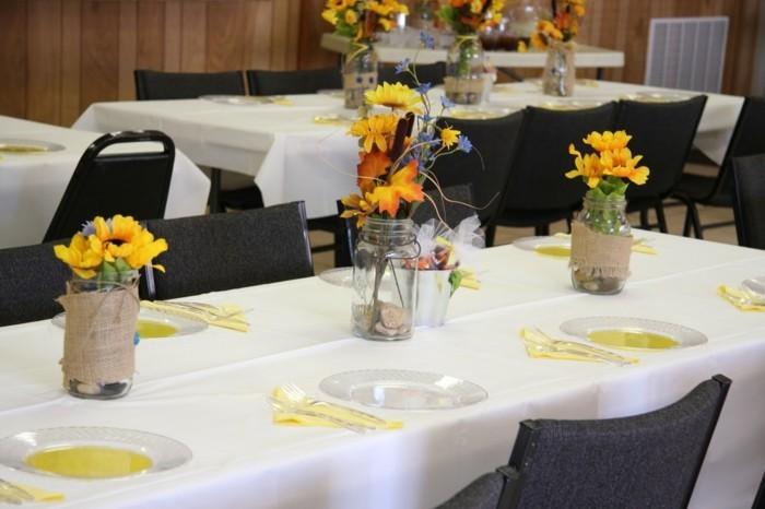 Tischdeko-Sonnenblumen-für-ein-Fest