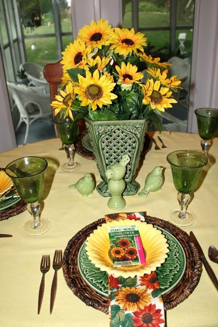 Tischdeko-Sonnenblumen-in-Figuren-von-Vögeln