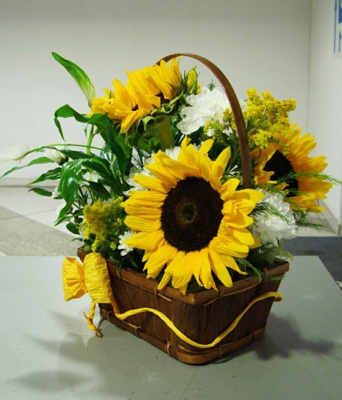 Die Kinder freuen sich auch über Tischdekoration mit Sonnenblumen